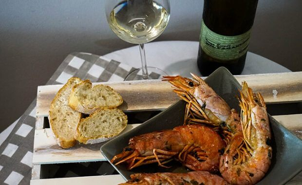 Baked prawns with white wine Vinya Escudé Mil Paraules