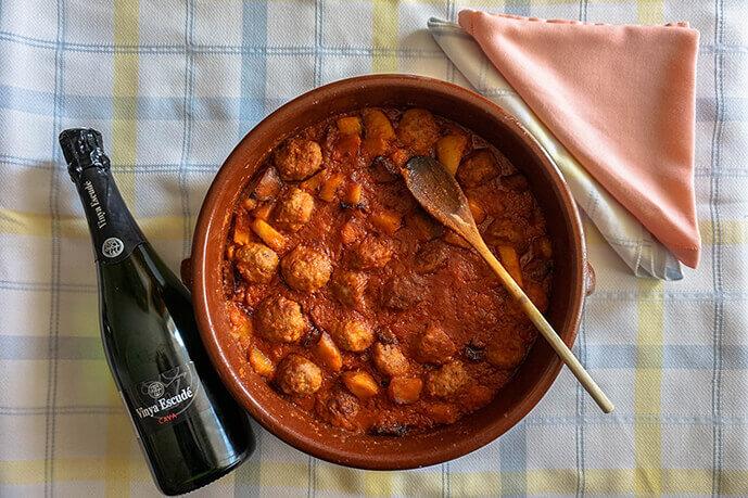 Meatballs with cava Vinya Escudé