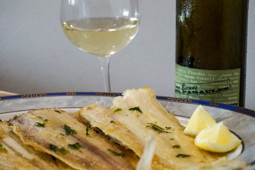 Sole with lemon and a glass of white wine Vinya Escudé Mil Paraules